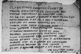 La Pierre Écrite de Chardavon,Théopoli et Genius.