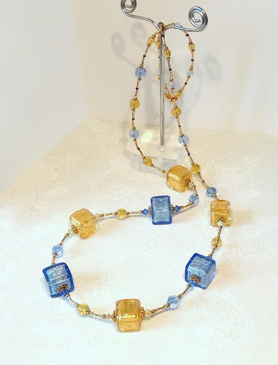 Long collier Bleu et Or cubes verre de Murano authentique, Cristal de Swarovski / Plaqué or GF