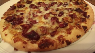 Pizza gésiers de canard et pommes de terre, sauce au roquefort