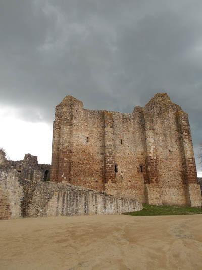 Donjon du château de Ste-Suzanne