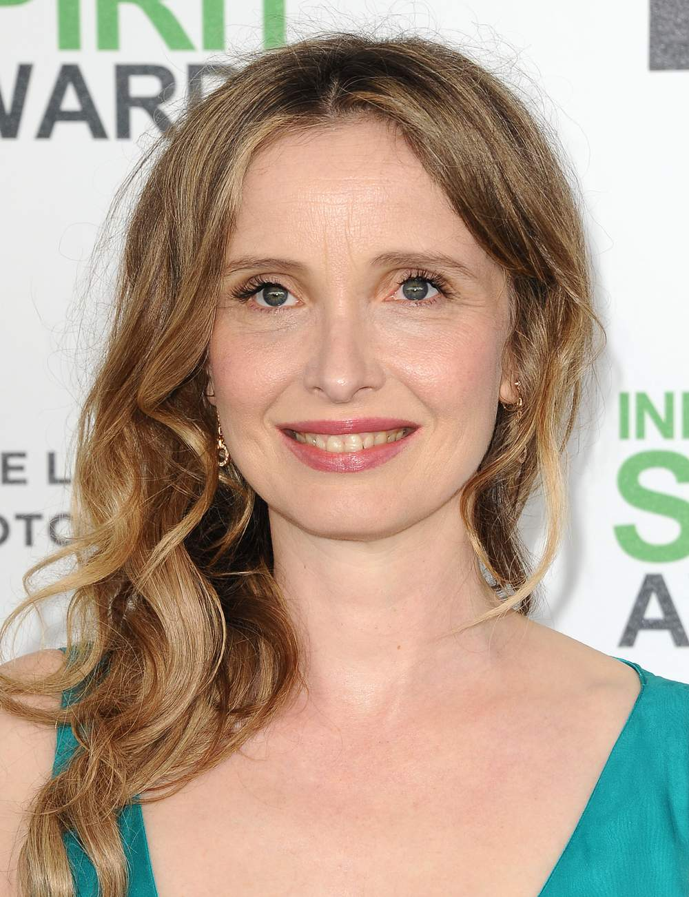 Le side hair ondulé de Julie Delpy