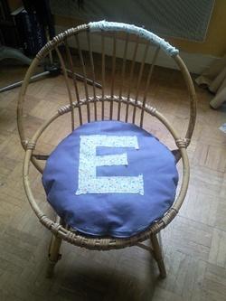 "Coussin de chaise ""E"""