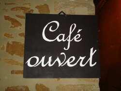 Chabrillan - le Café du CaféBibliothèque est aussi ouvert le dimanche après-midi
