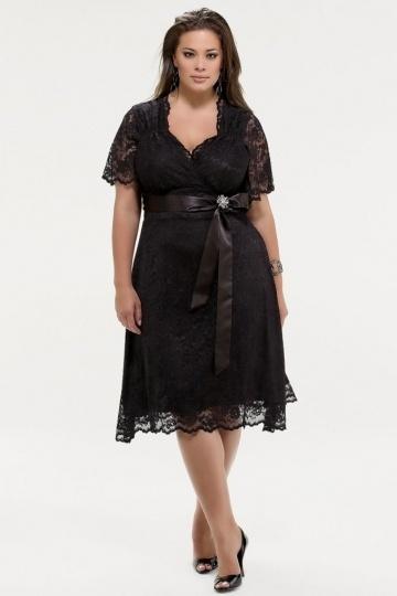 Robe grande taille courte noire dentelle pour les rondes avec manches courtes