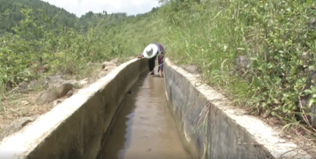 Creuser dans la montagne pour apporter l'eau dans son village