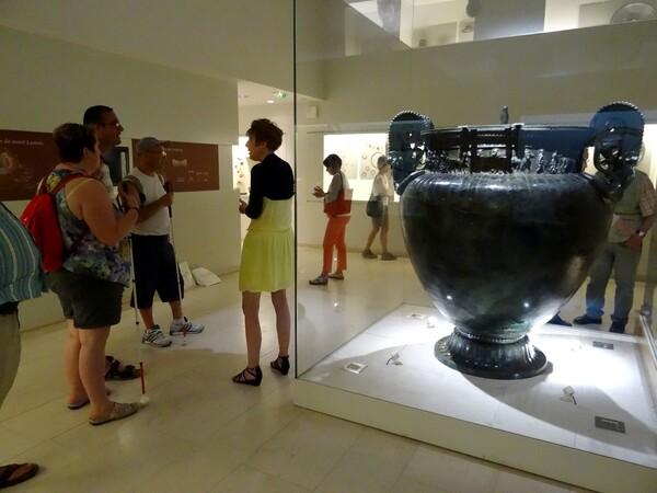 Un groupe de malvoyants a visité le Musée du Pays Châillonnais-Trésor de Vix...