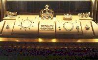 Les Diamants de la Couronne, galerie d�Apollon, mus�e du Louvre � RMN