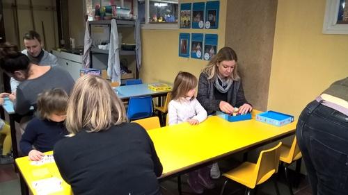 Première séance de jeux pour les premières maternelles