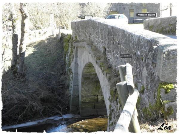P2060562-pont-Pigeyres-Basses.jpg