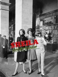 03 novembre 1964 : Sheila présente sa collection de mode.