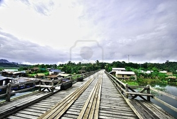 10794566-the-wood-mon-bridge-in-sangkhlaburi-kanchanaburi-thailand-hdr