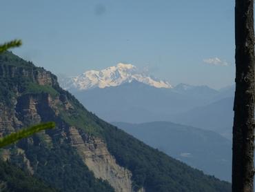 Au loin, le Mont-Blanc