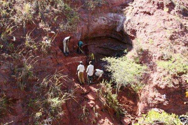 Une photo des falaises sédimentaires dans le Grand Rift africain en Tanzanie où ont été retrouvés les restes d'une des très rares espèces de titanosauriens connues en Afrique pendant le Crétacé. © Patrick O'Connor, Ohio University.