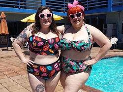 """Avec le """"fatkini"""", les grosses s'affichent en bikini sans honte"""
