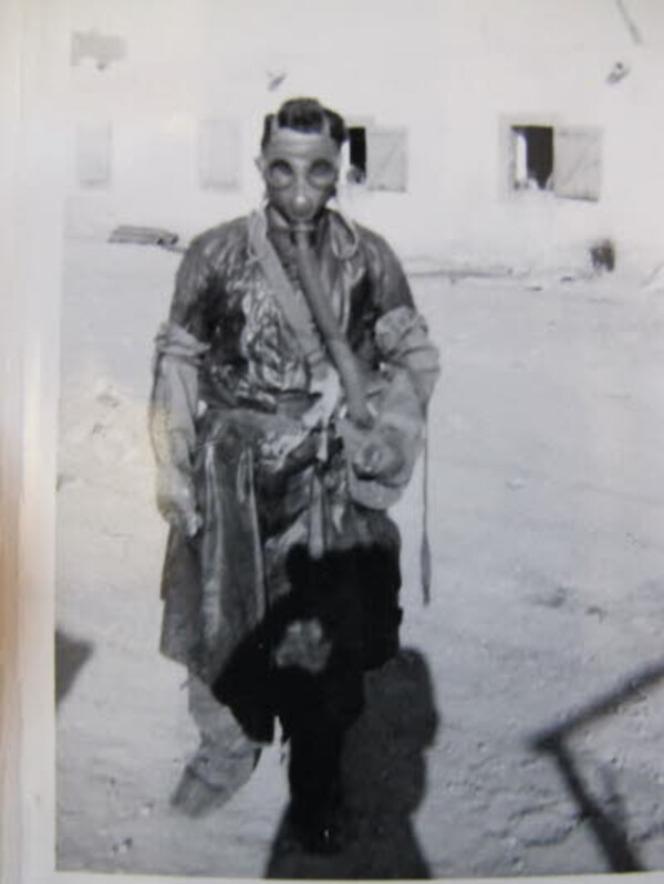 auguste-cuzin-en-1959-a-beni-ounif-lors-de-tests-au-gaz-sar.jpg