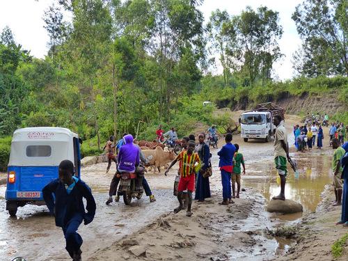 scène du quotidien dans un village où nous logeons