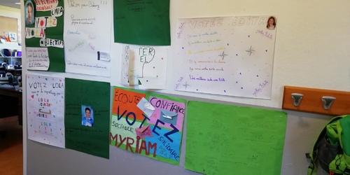 Les cm2a votent pour choisir leurs délégués de classe