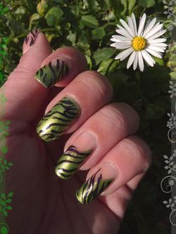 Nail art Zébré vert