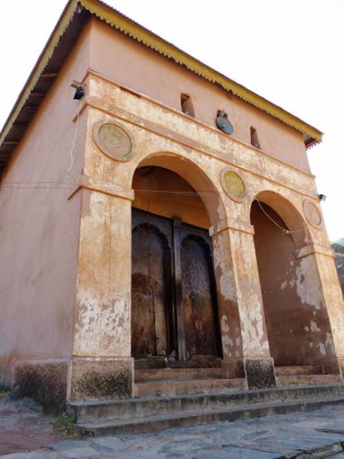 la visite de l'église continue par l'intérieur
