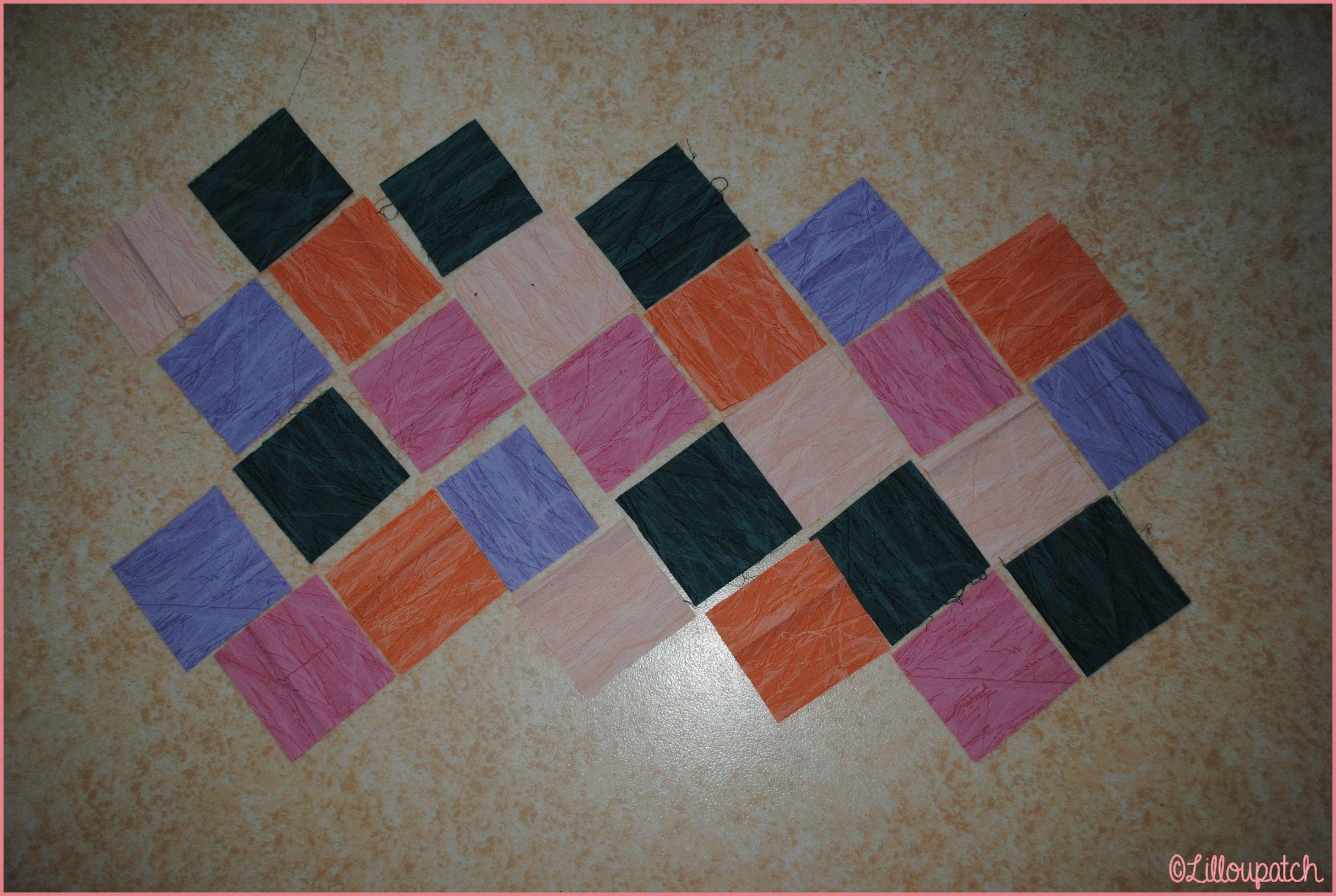 Sac 22 carrés patchwork morceaux étalés
