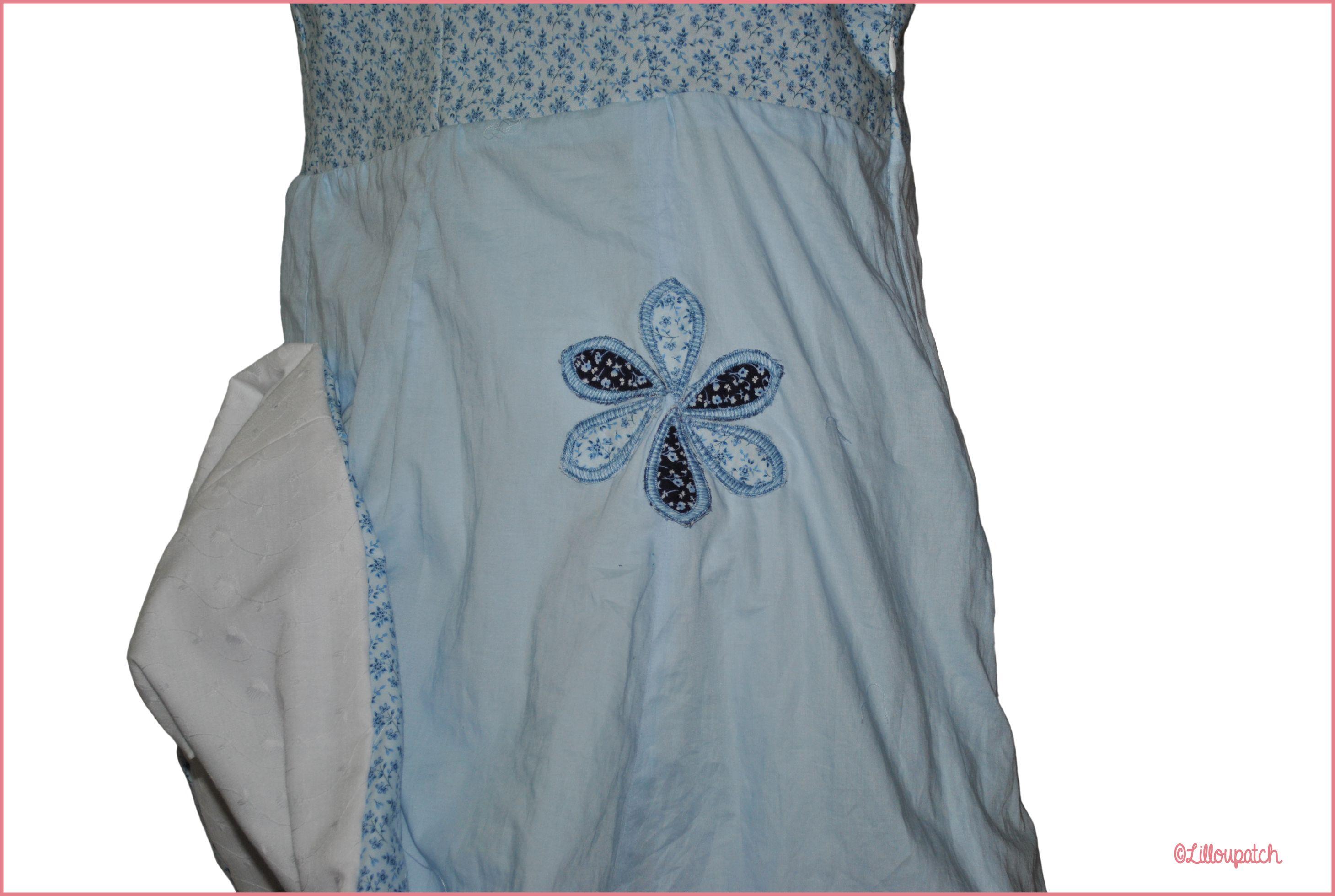 Appliqués pétales bleux posés sur la robe