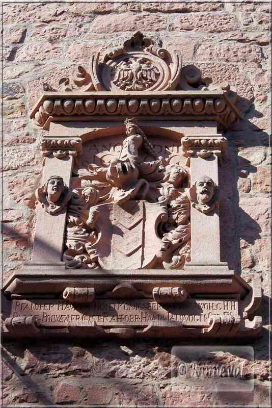 Haut Koenigsbourg entrée du logis armoiries des Tierstein
