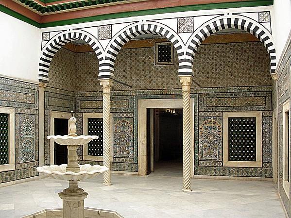 800px-Bardo Museum - Islamic courtyard