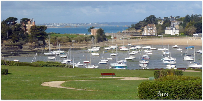 Le port de plaisance  de Saint -Briac  (Bretagne )