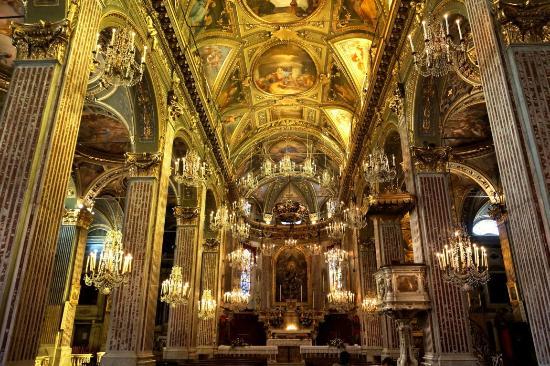 la nef principale - Photo de Basilica Di Santa Maria Assunta, Camogli -  Tripadvisor
