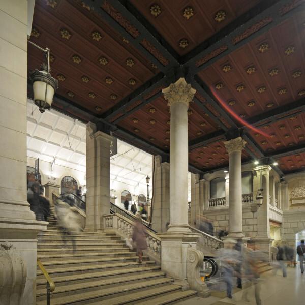 L-escalier-monumental-de-la-gare-Saint-Lazare.jpg