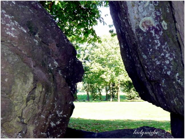 Dolmen de la Roche -aux -Fées ( Aux portes de Bretagne ).