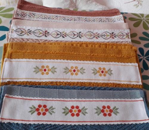 MARIA un lot de serviettes d'invités