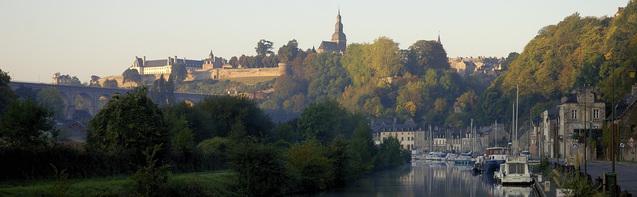 ** VISITE  en BRETAGNE de la VILLE de DINAN (Côtes d'Armor 22)**
