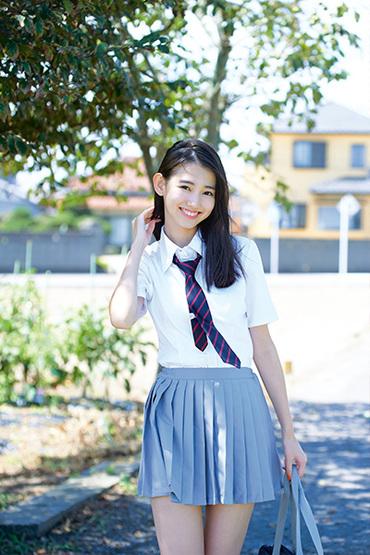 Magazine : ( [Young Gangan] - 2018 / N°19 - Nashiko Momotsuki, Nanami Sakura & Rena Kuroki Staring )