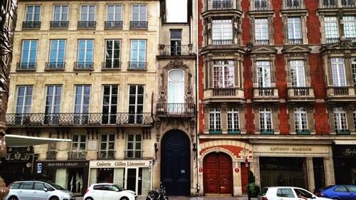 Connaissez-vous l'immeuble le plus étroit de Paris ?