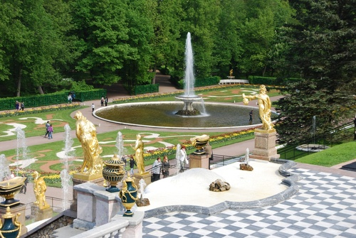 Les fabuleuses fontaines de Petershof, près de St Pétersbourg (photos)