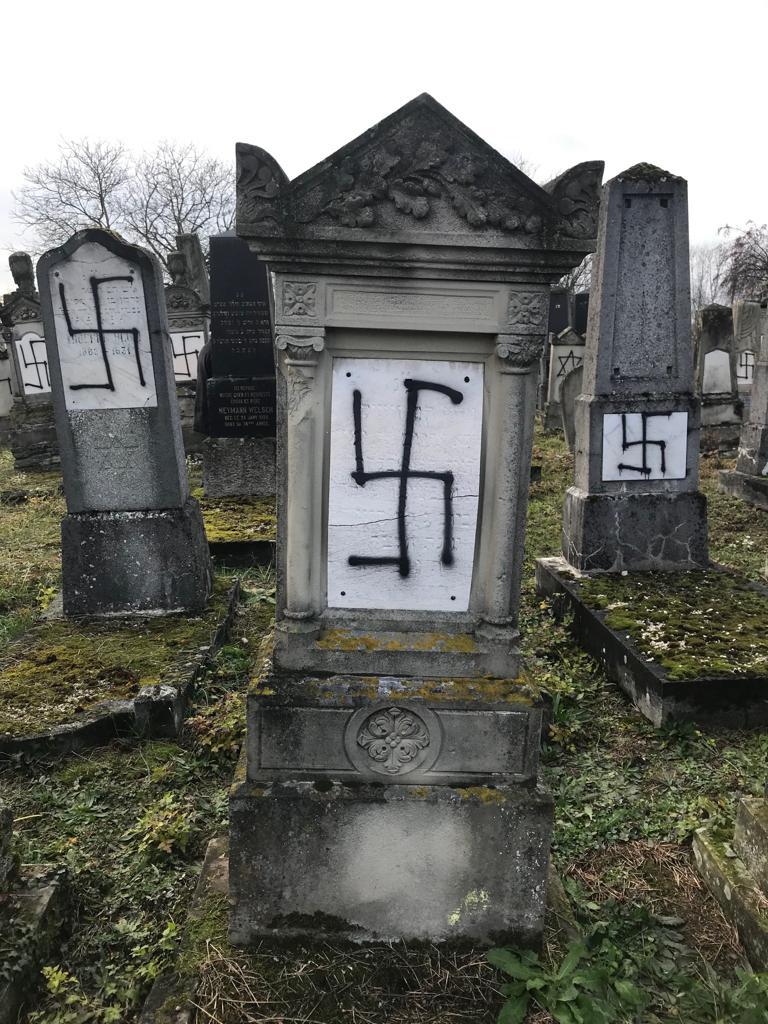 Bas-Rhin : le cimetière de Herrlisheim juif profané