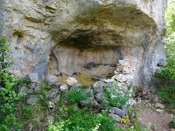 Abri sous roche avant la baume Saint-Michel