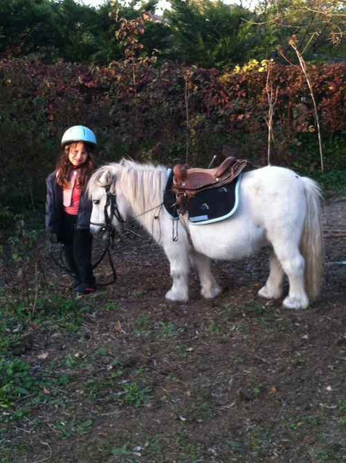 Flavie fait du poney !