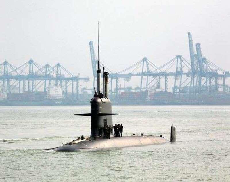 """""""Ce tir est une violation du traité de non-prolifération nucléaire et est un encouragement pour d'autres puissances à persévérer dans l'escalade nucléaire"""", a déclaré Roland Nivet, porte-parole national du Mouvement de la Paix.  Parmi les sources d'inquiétudes, l'incident du 5 mai 2013, lorsqu'un missile M51 tiré depuis un sous-marin nucléaire lanceur d'engins avait explosé en plein vol à 25 km des côtes finistériennes peu après son départ."""