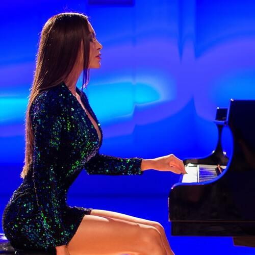 14 Beautiful Female Classical Pianists. Classique