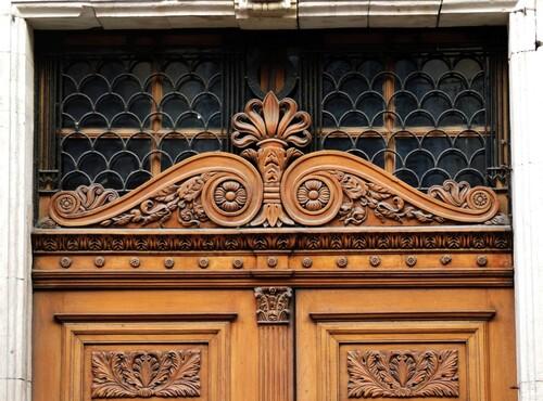 Draguignan- porte sculptée