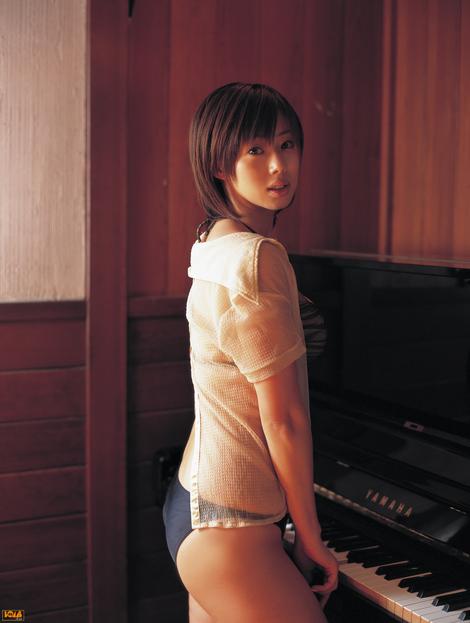 WEB Gravure : ( [Bomb.tv - GRAVURE Channel] - | 2005.04 | Waka Inoue/井上和香 )