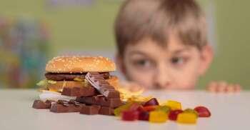 Manger trop sucré peut avoir des conséquences sur le développement du cortex préfrontal des enfants. © Photographee.eu, Shutterstock