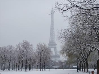 p23-snow-f1017-hug