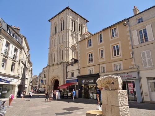 Poitiers: autour de l'Hôtel de ville et de l'église Zaint Porçaire (photos)