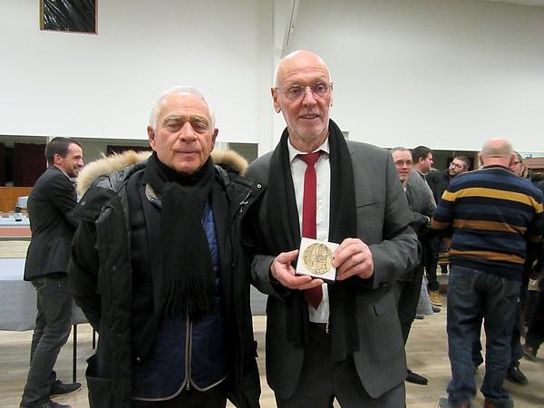 Francis Castella, Maire de Sainte Colombe sur Seine, a présenté ses derniers vœux à ses administrés, puisqu'il ne se représente pas aux élections de mars 2020.....