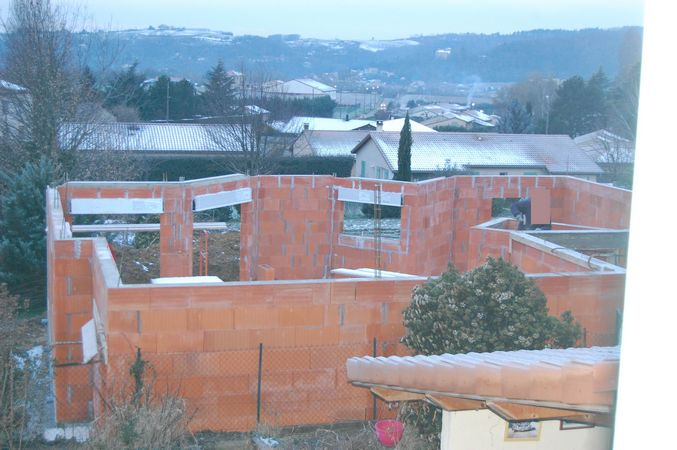 construction d'une maison à 10 cm de notre mur / urbanisme