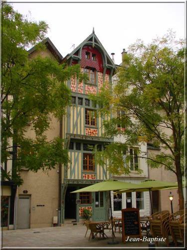 maison-verte-et-terrasse0.jpg