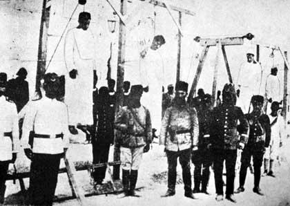Il y a 100 ans, l'État fasciste turc naissait dans le sang des Arménien-ne-s... Demain, dans le sentier de KAYPAKKAYA, il périra sous les baïonnettes de la Justice des Peuples !